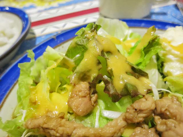 レタス等の野菜サラダ