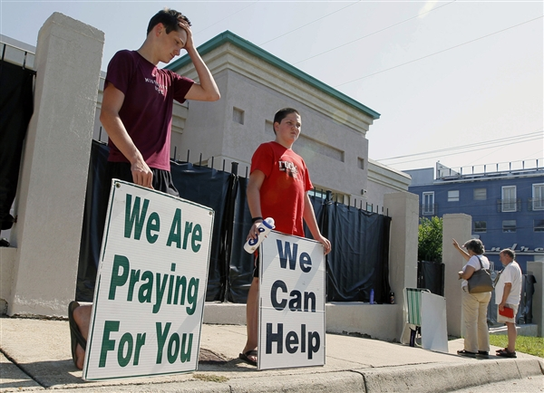 Cierra la última clínica abortista de Misisipi (2013). ©Rogelio V. Solis / AP