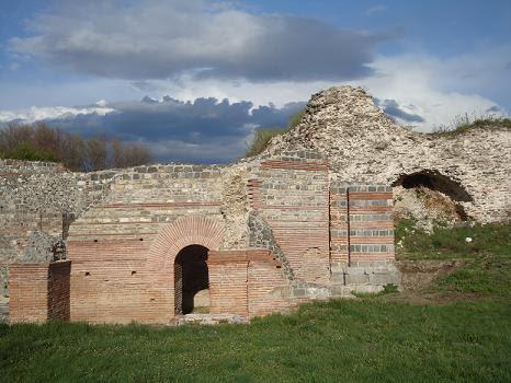 Феликс Ромулиана древние стены