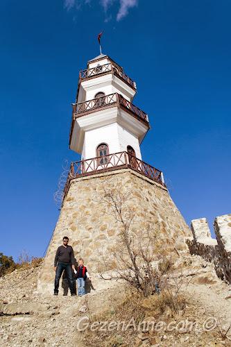Zafer Kulesi'nde hatıra fotoğrafı