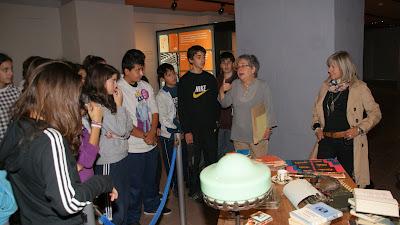 L'alumnat de 3r durant la visita a l'exposició