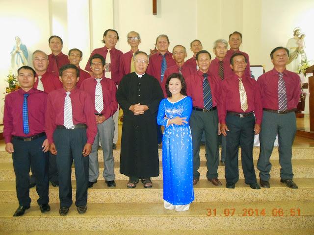 Hội Đồng Giáo Xứ Bình Cang Mừng Bổn Mạng Thánh Emmanuel Lê Văn Phụng