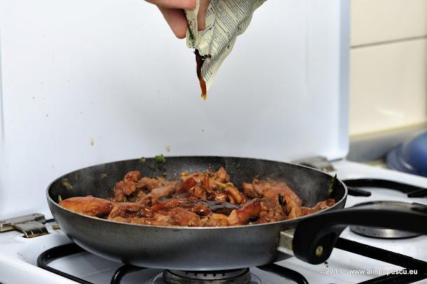 Pulpe de pui cu sos de stridii