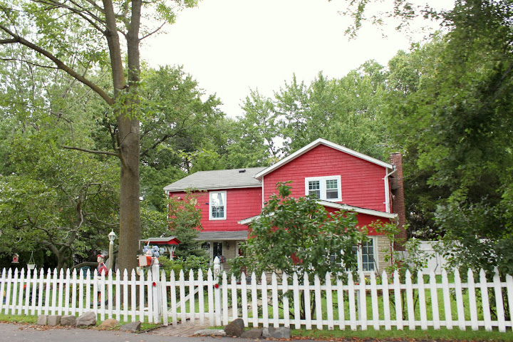 Red House in Pleasant Plains