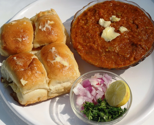 Pav Bhaji recipe by foodomania.com