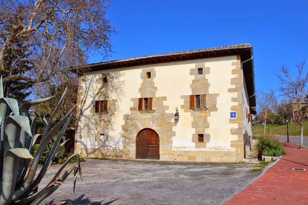 Albergue de peregrinos de Maribel Roncal, Cizur Menor, Navarra :: Albergues del Camino de Santiago