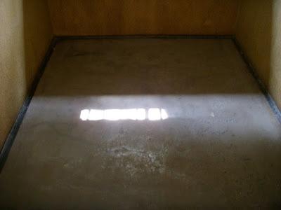 廊下に落ちる光
