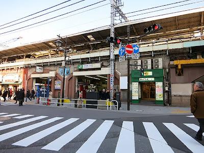 新橋駅の烏森口