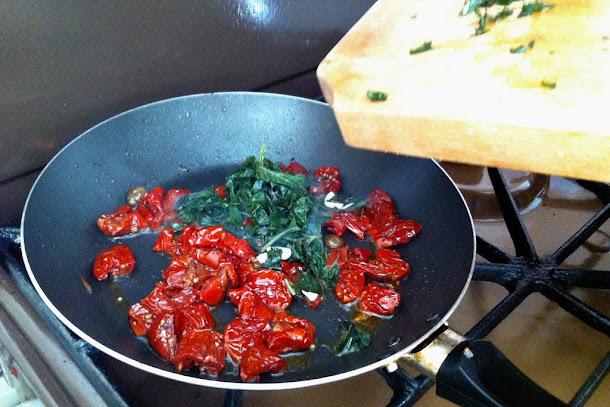 Razvan Anton spaghetti paste rosii uscate busuioc proaspat calite