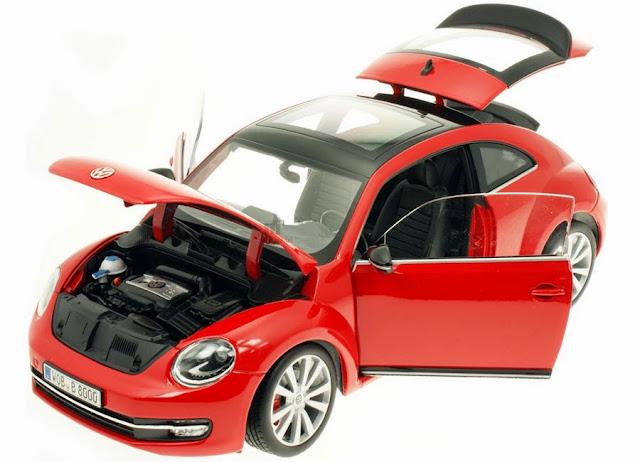 Mô hình Ô tô Volkswagen New Beetle 2012 tỷ lệ 1/18 mở được cánh cửa, cốp và nắp capo