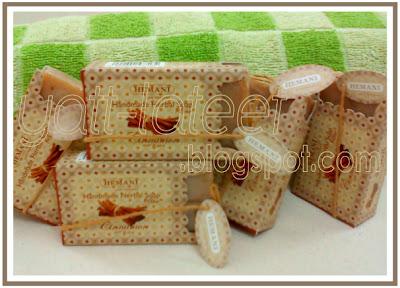 Handmade Herbal Soap Sabun Herba Membersih Sambil Melembap Mencantik Melembut Menghalus