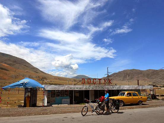 Café Dostuk an der Hauptstraße Kemin-Balykchy am Fuße der Boom-Schlucht, Kirgistan