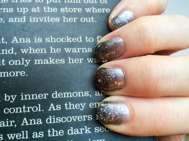 silver-gradient-manicure