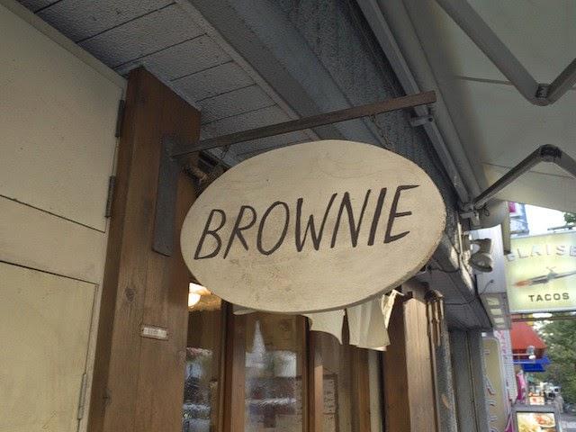 ブラウニーさんの店頭の看板