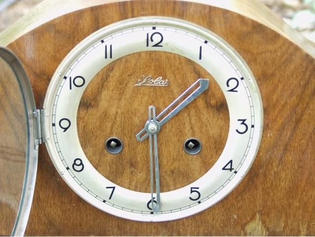 solar mantel clock manual daily instruction manual guides u2022 rh testingwordpress co Wind Up Mantel Clocks Howard Miller Mantel Clock