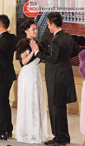 朱晨麗同馬明喺台上跳舞時,兩個都含情脈脈望住對方。