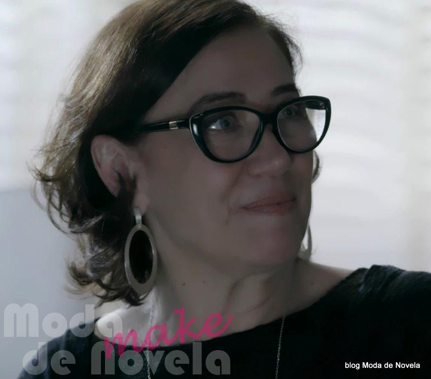 moda da novela Império - óculos de grau da Maria Marta dia 29 de agosto