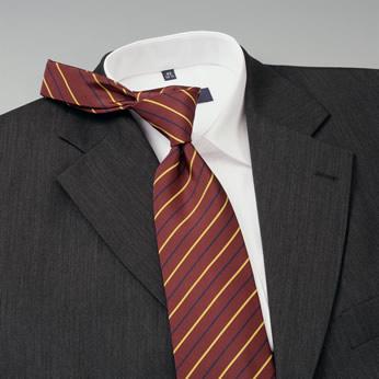 Vyriški marškiniai su kaklaraiščiu