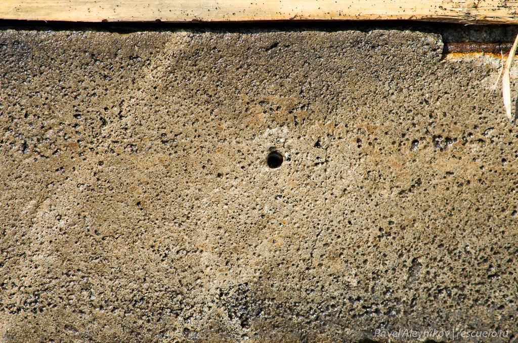 Отверстие в бетоне, прорезанное водой