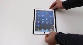 写真は上からiPad第5世代(フロントパネル)、iPad第4世代