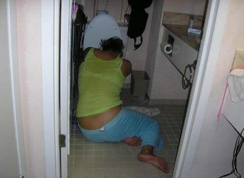 Kumpulan Gadis ABG Cantik Narsis yang suka Tidur di Toilet WC