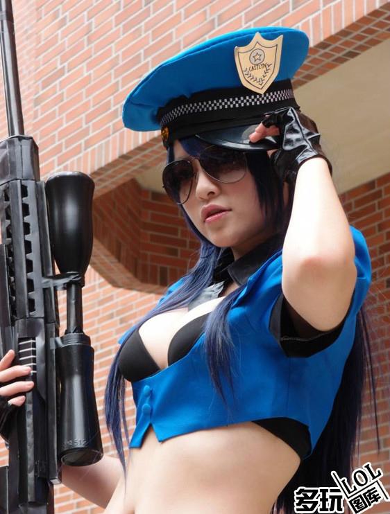 Cảnh sát trưởng Piltover khoe ngực khủng - Ảnh 8