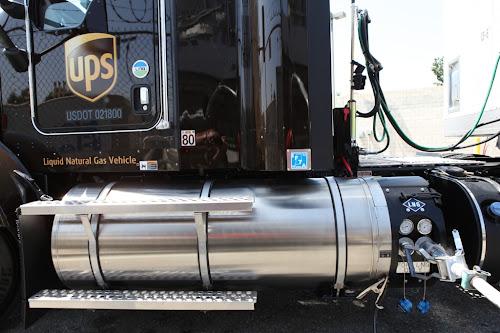 USA. UPS do końca 2014 roku będzie posiadał 700 ciężarówek na LNG (skroplony gaz ziemny)