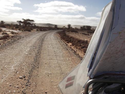 Marrocos e Mauritãnia a Queimar Pneu e Gasolina - Página 9 DSCF1057