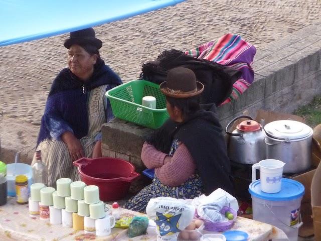 Cholitas en Copacabana, Bolivia