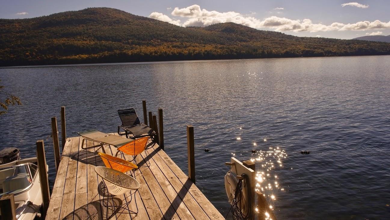 往湖邊走就是這樣的景色~