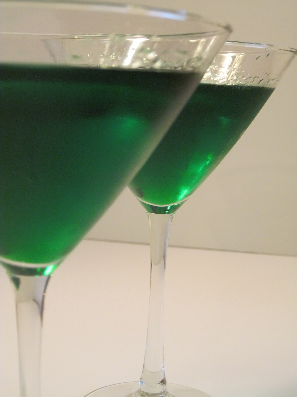 St Patrick S Day Minty Irish Grasshopper Cocktail Recipe Kudos Kitchen