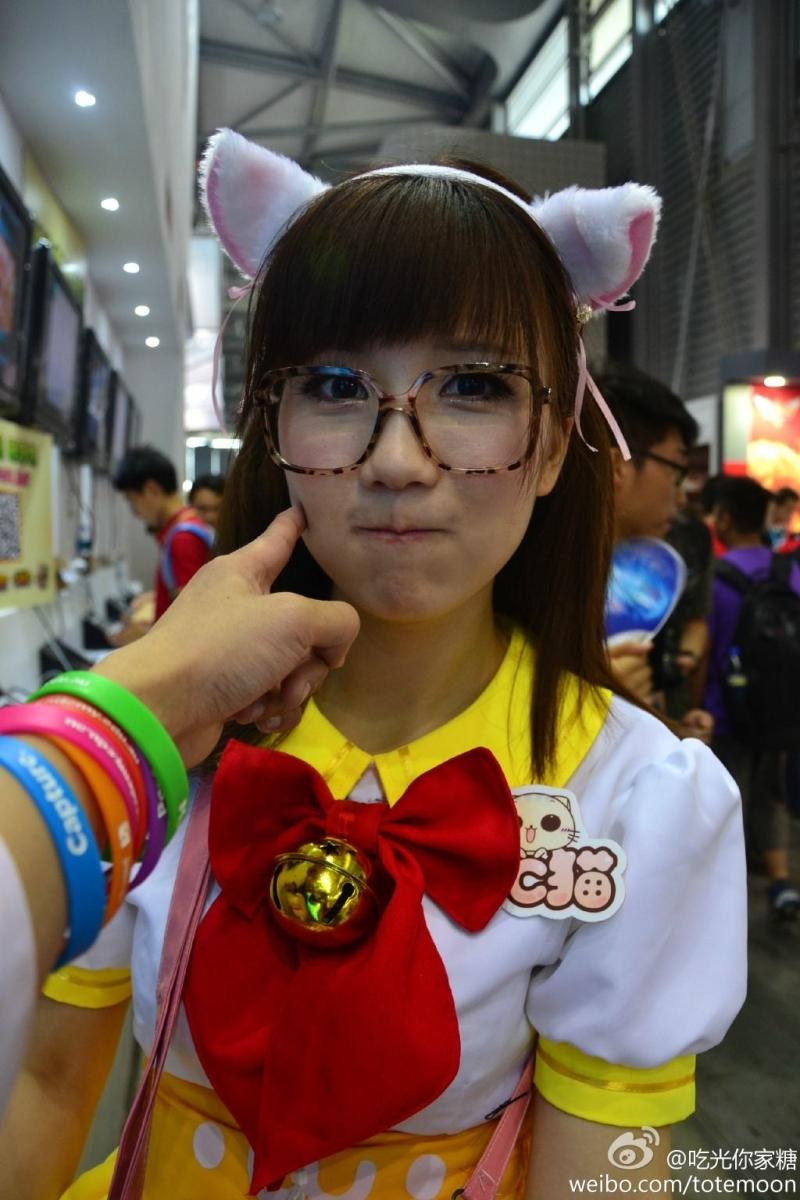 Sờ tận tay các showgirl tại ChinaJoy 2013 - Ảnh 6