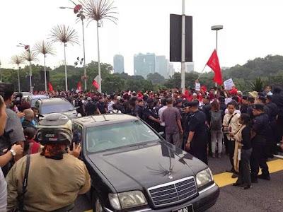 Demo bantah kenaikan harga minyak