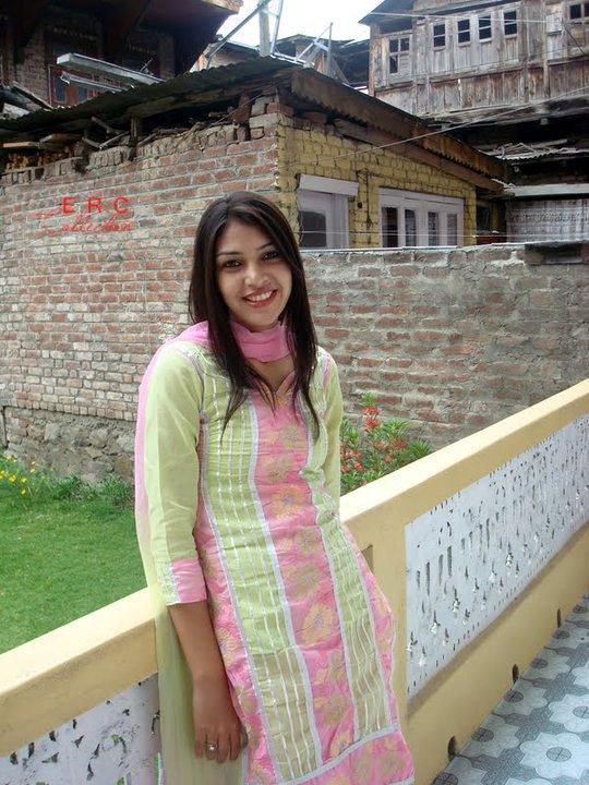 pics-of-pakistani-girls-discharge-pussy