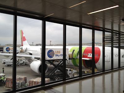 Avião da TAP estacionado no aeroporto de Guarulhos em São Paulo