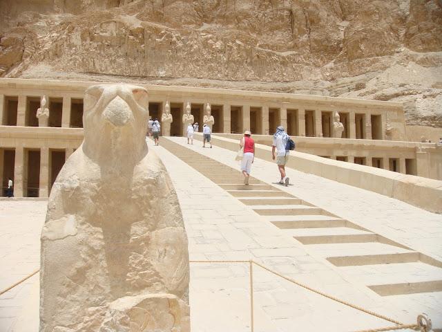 فى مصر الرجل تدب مكان ماتحب ( خاص من أمواج ) 100607-112446-s