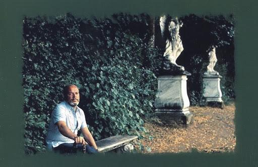 Jaime Gil de Biedma: toda la vida volcado en verso, en el bando de nadie pero con la resolución de ser feliz.