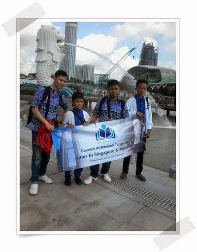 Bersama Siswa SMP Al-Amanah di Merlion Park