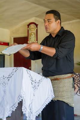 Tevita preaches about Bible translation