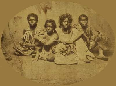 Vítimas das secas de 1877/1878, no Ceará - Brasil. Foto: autor desconhecido, Biblioteca Nacional.