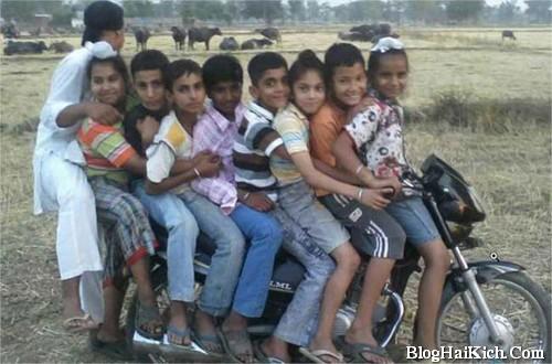 hình ảnh moto chở quá nhiều người cùng lúc ở nước ngoài