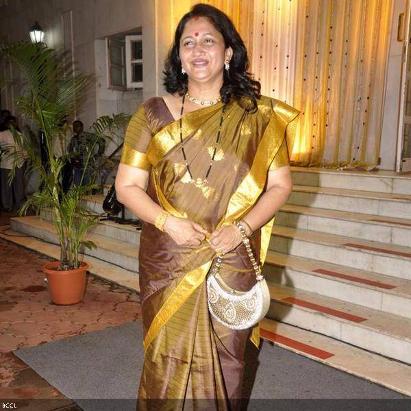 Marathi actress Alka Kubal smiles during Ramesh and Seema Deo's 50th wedding anniversary, held at ISKCON, in Mumbai, on July 1, 2013. (Pic: Viral Bhayani)