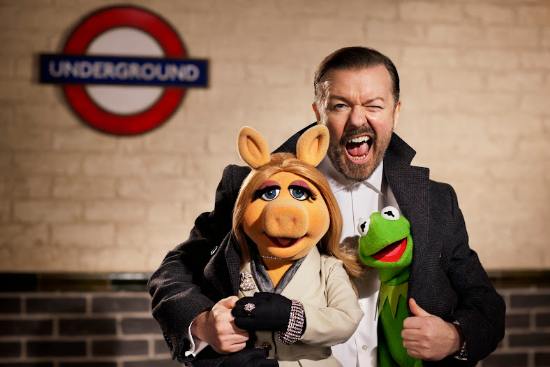 Ricky Gervais, Miss Piggy, and Kermit the Frog on the Muppets Most Wanted Soundtrack #MuppetsMostWanted