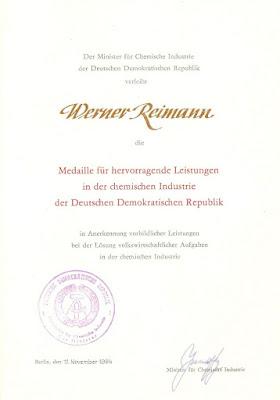 261b Medaille für hervorragende Leistungen in der chemischen Industrie der DDR http://www.ddrmedailles.nl