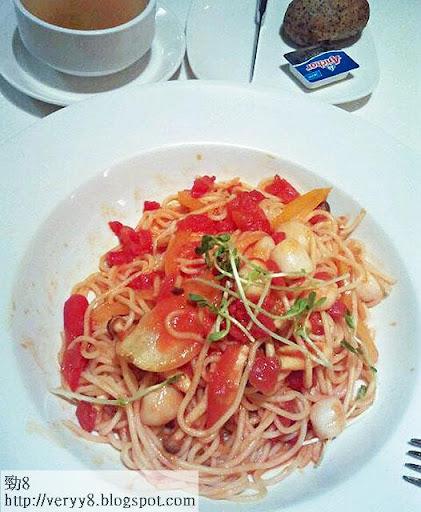 帶子番茄燴意粉餐、揚州炒飯、榛子雪糕(約 2,640千卡)