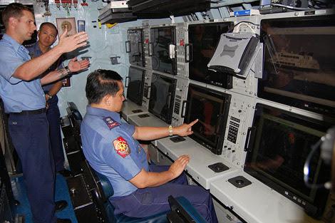 Hệ thống màn hình hiển thị của hệ thống chiến đấu AN/BYG-1 trên tàu ngầm Seawolf.