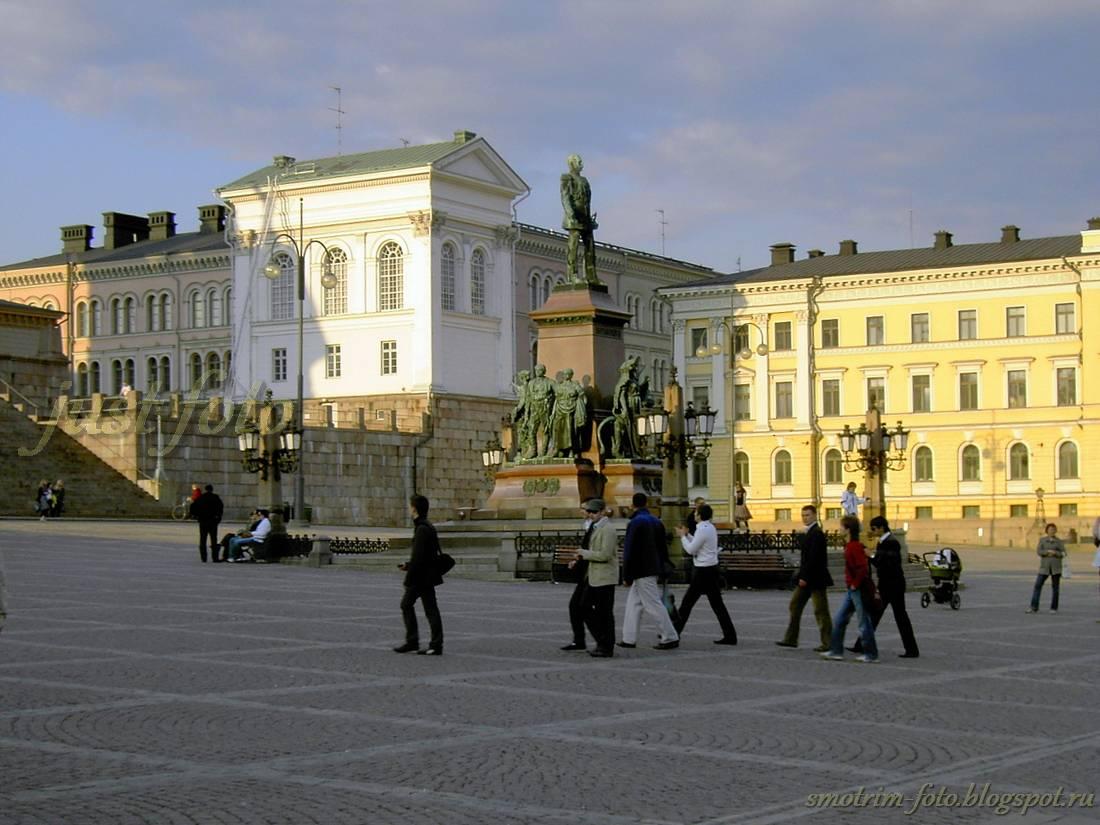 Памятники Хельсинки, Сенатская площадь - памятник Александру II