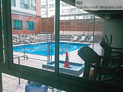 維京大廈三樓全層建有大型健身室會所及私家泳池等,設施媲美私人樓盤。(江彥林攝)