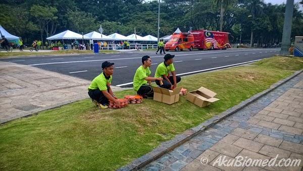 Pengedaran ration kepada peserta PLKN