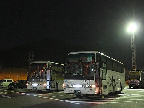 西鉄高速バス「さぬきエクスプレス福岡号」 4101&3270 鴻ノ池パーキングエリアにて